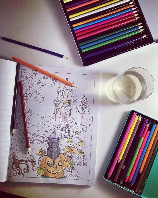 🎃🎨📒✏️✂️🕯  Värittäminen on niin kivaa ja rentouttavaa 🧡
