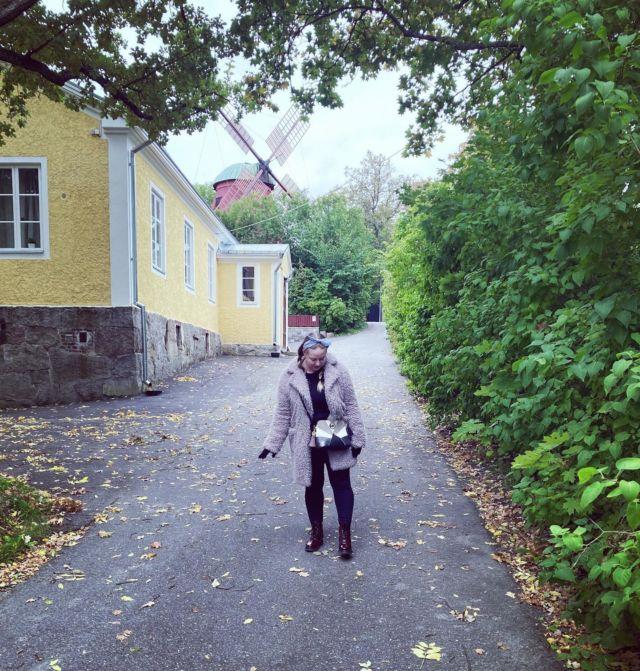 """🥂🍁🍄☔️🕯🍂🍿  Syyskuun parhaat hetket:   🍁Tyttöjen ilta @janitatamminen  🍁Treffit tanskalaisen kanssa @terasmiuru  🍁Kaunis syyspäivä paljussa lilluen.   Lue lisää Diiskuneiti-blogista: https://diiskuneiti.vaikuttajamedia.fi 😚  Nyt sais heittää moikut syyskuulle ja toivottaa tervetulleeksi """"spooky season"""" eli lokakuu 👻🎃"""