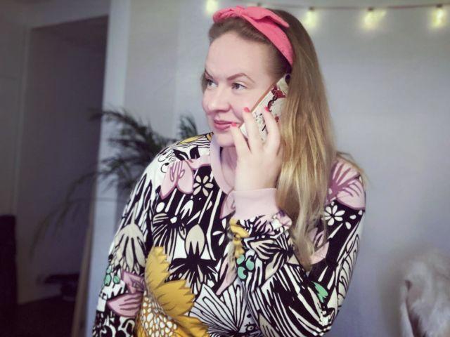 ☎️📞📱  Mainos: @moimobiili   Vaihdoin puhelinliittymäni kotimaiseen Moi Mobiiliin ja nyt ennen niin hidas netti toimii kuin raketti 🚀  Olen nyt pari kuukautta testaillut Moin liittymää ja olen ollut kyllä tyytyväinen ❤️  Parasta Moi Mobiilissa:  ☎️ Samat edulliset hinnat kaikille. ☎️ Kotimainen. ☎️ Nopea netti. ☎️ Puhelut ja tekstarit max. 4€/kk. ☎️ Liittymän lasku veloitetaan suoraan pankkikortilta. ☎️ Ei määräaikaisia sopimuksia. ☎️ Helppokäyttöinen mobiilisovellus. ☎️ Hyvä kuuluvuus.  Lisää juttua liittymänvaihdosta ja hinnoista löytyy Diiskuneiti-blogista 📱  Mee lukee ja kaiva sen jälkeen esiin viimeisin puhelinlaskusi ja katso, että mistä maksat 📞  PS. olen ollut aikoinaan 7-vuotta operaattorimyyjänä, niin autan mielelläni näissä jutuissa, jotka voi tuntua joillekin hankalilta 🥰  Moi moi 👋🏻