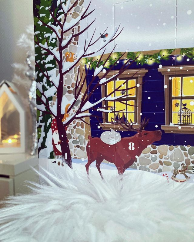 🎅🏻❤️🦌🎄🎁  Diiskuneiti-blogissa on esittelyssä Nivean joulukalenteri. Kalenterissa on 24 luukkua ja kalenterin kuvitus on todella suloinen 🎄  Nivean joulutalossa tontut koristelevat pihaa ja metsän eläimet ihastelevat tonttujen touhuja. Sisällä joulutalossa joulupukki on mennyt kylpyyn ja tonttujen kissa ottaa nokosia sohvalla 🦌  Joulukalenteri sisältää NIVEAN ja Labellon suosituimpia tuotteita. Kalenterista löytyy 14 täysikokoista tuotetta ja 10 muuta tuotetta 🎁  Kurkkaa koko sisältö Diiskuneiti-blogista: https://diiskuneiti.vaikuttajamedia.fi 🎅🏻  *Joulukalenteri saatu PR-lahjana: @niveasuomi @successstorypr
